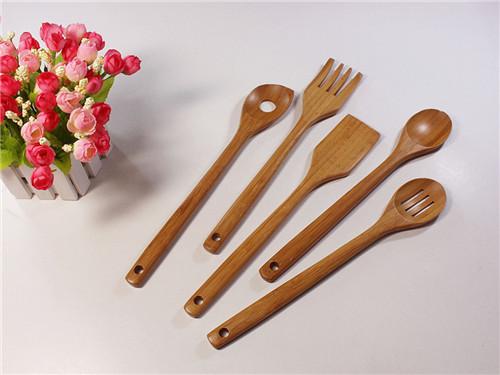 木制餐具全部使用的是进口的橡胶木和黑胡桃木